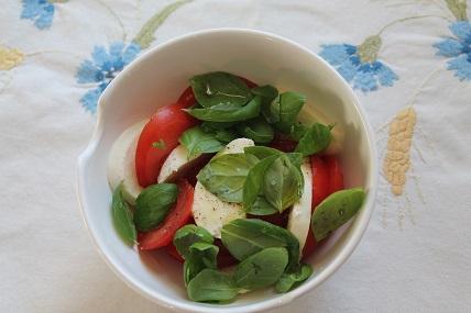 Mozzarella-salaatti