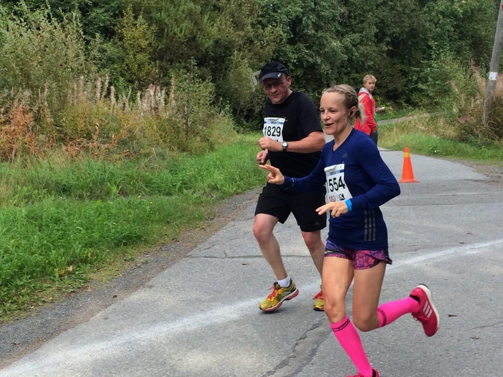 Sukat tositoimissa viime vuoden Kuopion maratonilla.