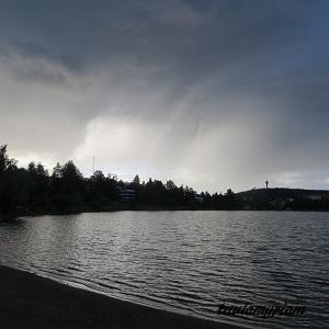 sadepilvet Valkeisenlammen yllä