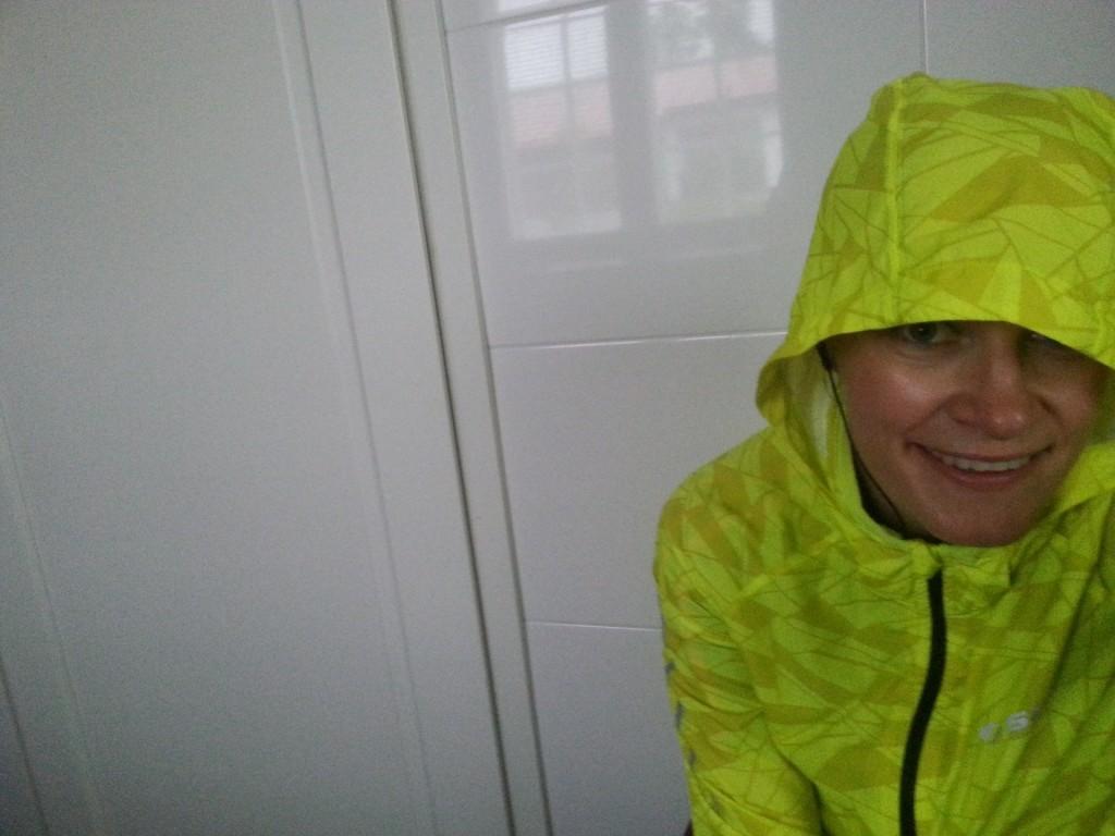 Sadekelin lenkkivarustus on ollut tarpeen tänä kesänä. Kuvan takki on Stadiumin omaa mallistoa.