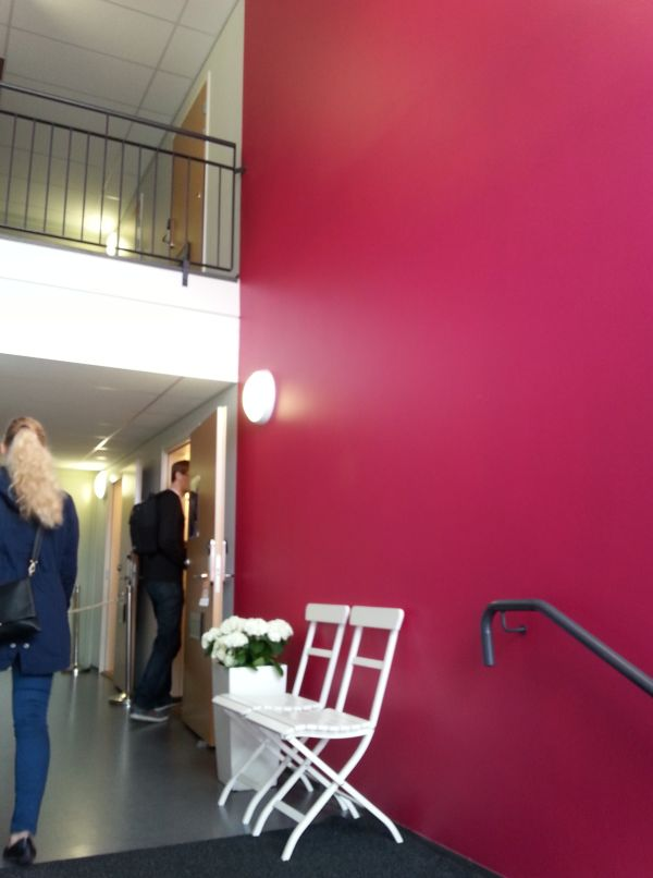 Vantaan asuntomessuilla erään kerrostalon katseenvangitsijana toimi kauniin punainen seinä.