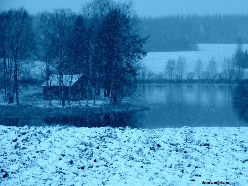 mökki lumen keskellä 1