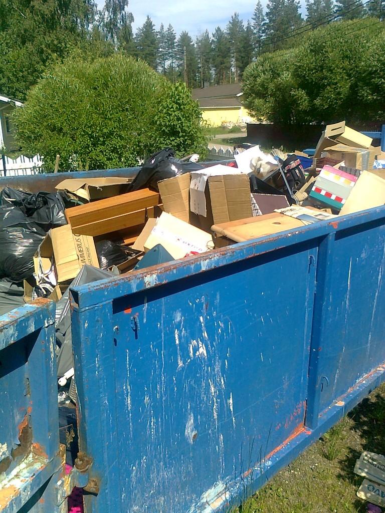 Homeisesta talosta jouti suurin osa tavaroista roskalavalle.
