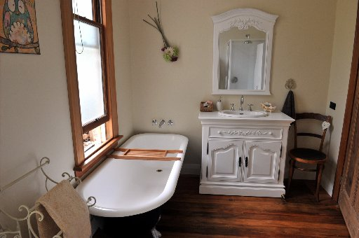 the_bathroom_has_been_doubled_in_size_and_features_5361fdff9e