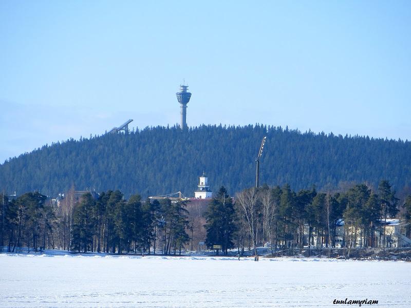 Tornit jäältä katsottuna