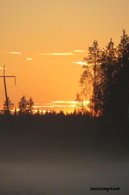 aurinko laskee länteen