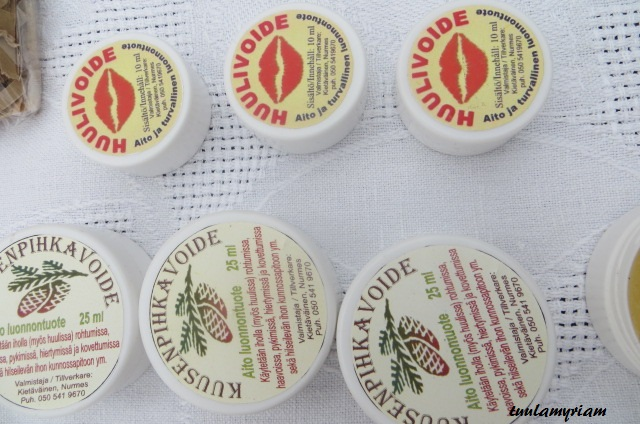 Kuusenpihka ja terva, tunnettuja kansanlääkinnän käyttämiä raaka-aineita helposti purkista