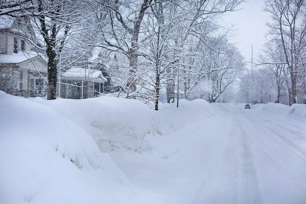 snowy-street-554957_1920