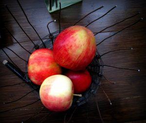 Jos tämä häkkyrä joskus valmistuu, teen siitä hedelmäisen.