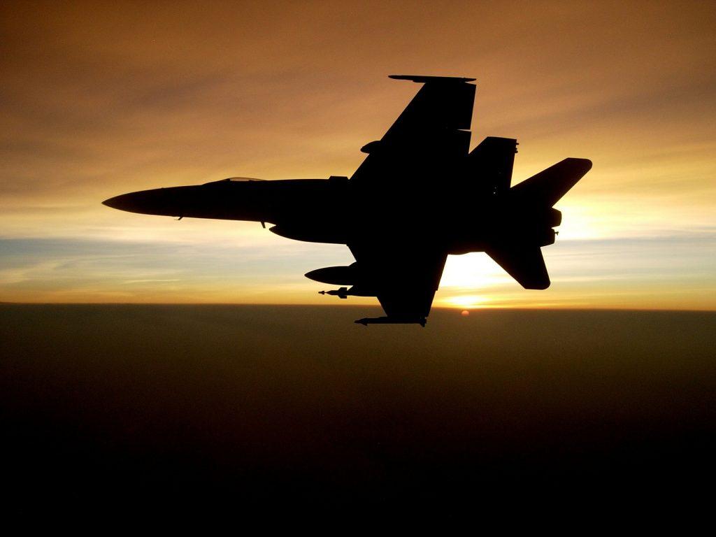 military-jet-593287_1920