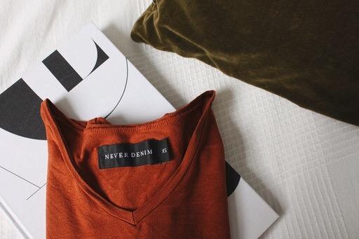 """Nämä materiaalit tekevät vaatteesta tuhoon tuomitun – yleistä yhdistelmää ei ole mietitty loppuun: """"Aivan järjetön vaate"""""""