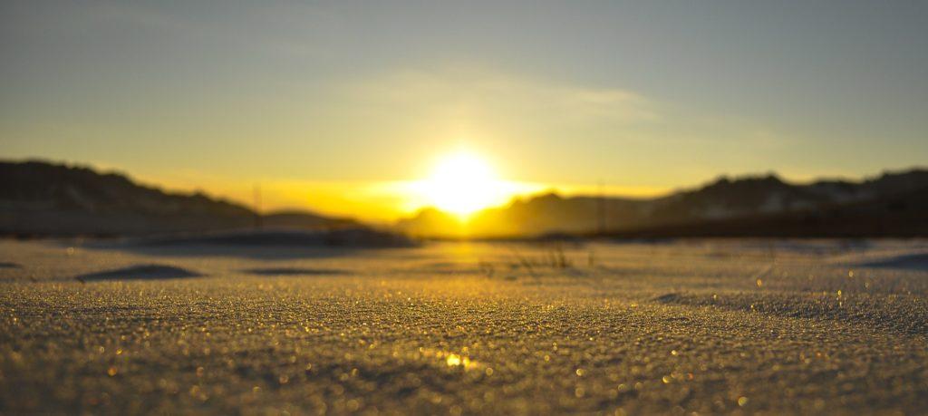 Auringon nousu talvella.